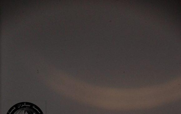 رویت هلال ماه رمضان ۱۴۴۲ از پشت ابرها در رصدخانه لارستان